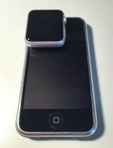iPhone und Apple Watch auf dem Bildschirm