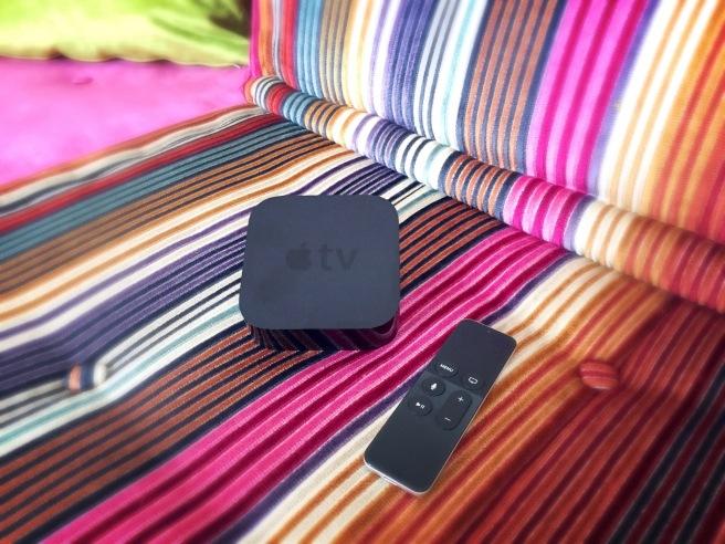 Apple TV auf Sofa